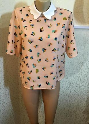 Оригинальная персиковая блуза с белоснежным воротником