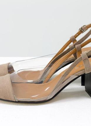 Дизайнерские летние бежевые туфли на среднем каблуке