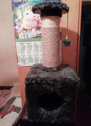 Дом для кота с когтеточкой.
