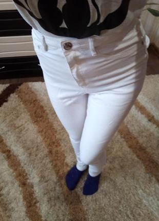 Белые брюки с завышеной талией