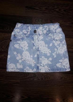 Джинсовая юбка на 3-4 года с цветочным принтом