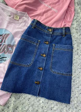 Джинсовая мини юбка с необработанным краем на кнопках zara