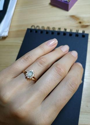 Золотое кольцо с топазом 585 проба