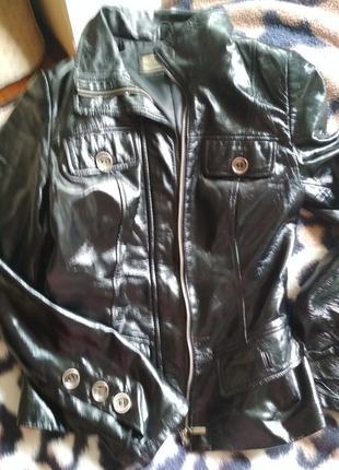 Куртка женская из натуральной телячьей лакированной кожи