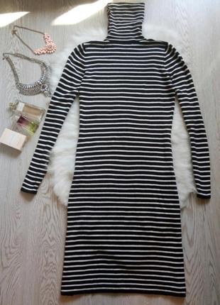 Теплое вязаное платье миди гольф длинное черная белая полоска ...