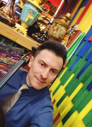 Музыкант и ведущий на юбилей. Киев.
