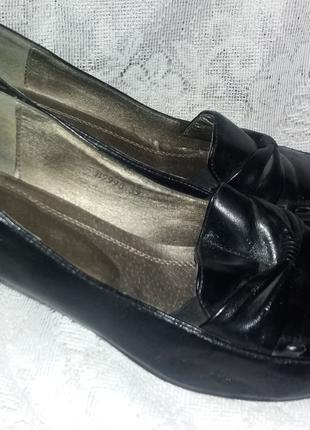 Женские черные туфли б.у. размер 39 (есть незначит. дефект)