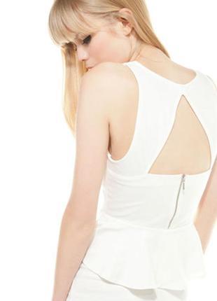 Sale кремовое платье с рюшем воланом баской bershka s