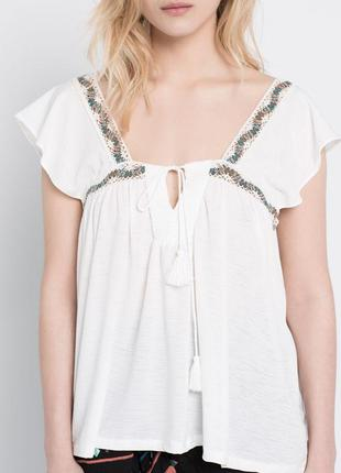 Блуза с вышивкой помпоном m