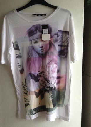 Белая футболка с принтом s