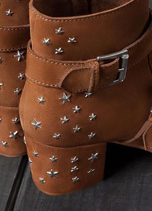 Кожаные замшевые ботинки ботильоны казаки  на широком каблуке ...
