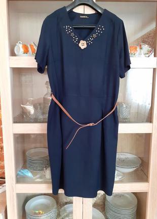 Шикарное котоново-льняное с красивой горловиной платье большог...