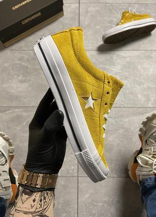 Желтые женские кеды  converse one star premium suede yellow.