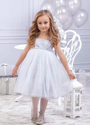 Необыкновенно нарядное серебристое платье для девочки от тм zi...