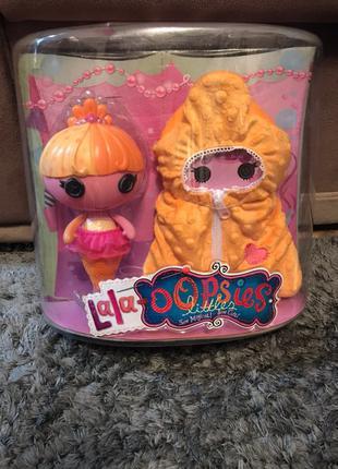Дитяча іграшка лялька