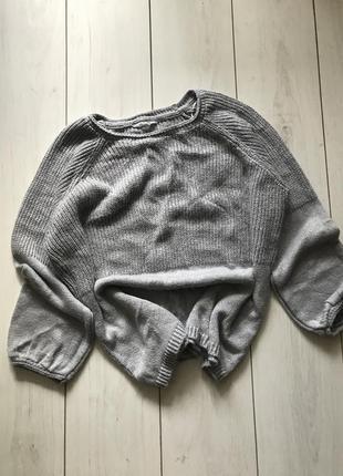 Серый свитер оверсайз большого размера