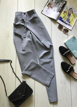 Серо голубые брюки на запах