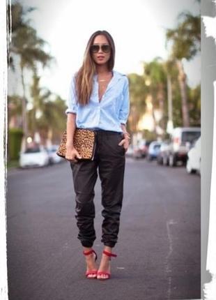 Атласные брюки джеггенсы с карманами