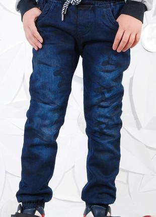 Утепленные джинсовые штаны-джоггеры.