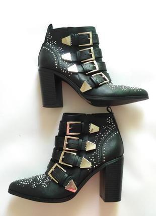 Ботинки казаки на каблуке с заклепками и ремешками 24,5 см