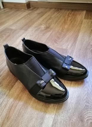 Туфли женские 40 размера.