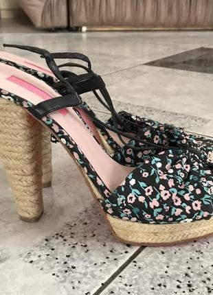 Текстильные босоножки на платформе и высоких каблуках Vero Cuoio
