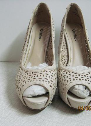 Туфли на высоком каблуке.