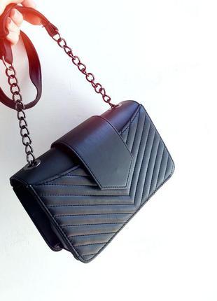 Черная сумка кроссбоди