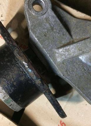 Б/у кронштейн подушка кпп левая Smart Forfour,Mitsubishi Colt,