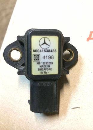 Б/у датчик давления воздуха A0041538428, MB12233209,Mitsubishi