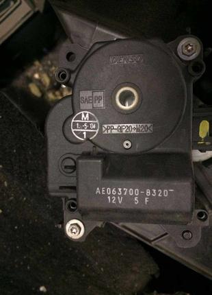 Б/у моторчик заслонки печки Toyota ,Mitsubishi Colt,Smart ForFour