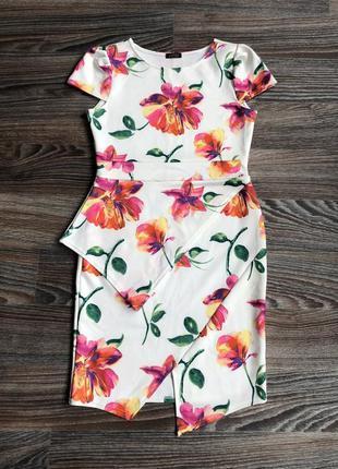 Новое нарядное белое плотное неопреновое миди платье в цветы ц...