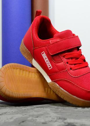 Червоні кросівки для хлопців і дівчат