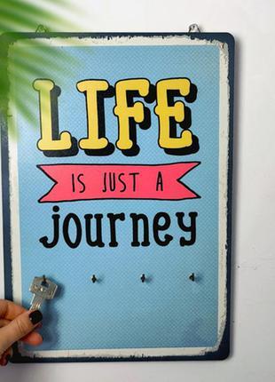 Ключница настенная вертикальная life is just a journey