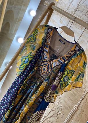 Шифоновое платье с узором очень красивое