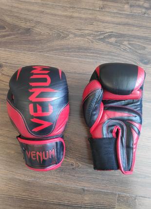 Боксерские перчатки Venum 10oz