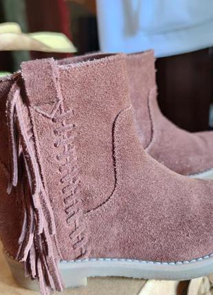 Замшевые демисезонные ботинки полусапожки на девочку с бахромо...