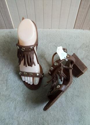 Классные кожаные босоножки 36рр ixoo