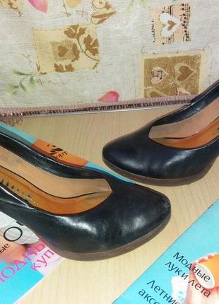 Кожаные качественные туфли  38-39рр