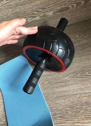 Тренажер ролик для мышц пресса
