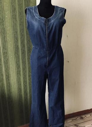 Стильный джинсовый комбинезон италия