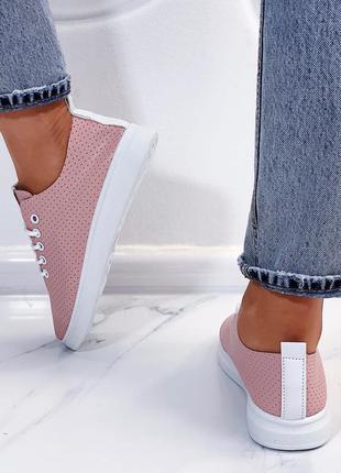Розовые кроссовочки