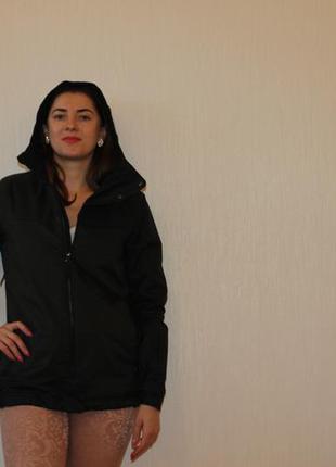 Спортивная весенняя  черная   куртка o'neill