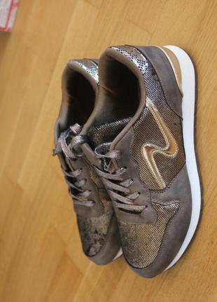 Кроссовки коричневые. 40 размер. ткань и искусственный замш.