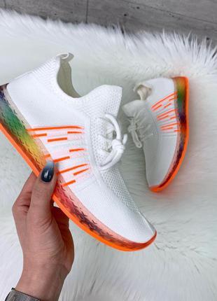 Белые текстильные кроссовки с оранжевой подошвой,кроссовки из ...