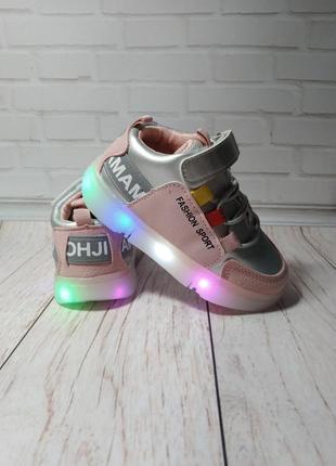 Кроссовки на девочку со светящейся led подошвой.