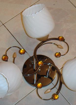 Люстры на три плафона каркас золото и хром