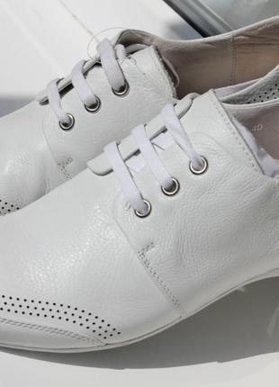 Белые кроссовки кожа. турция размеры: 39,40,41,43,45 цена снижена