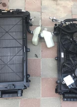 Радиатор диффузор вентилятор рамка мотор бачок помпа Nissan Leaf