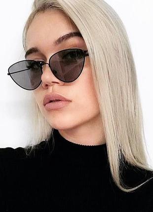 Солнцезащитные очки лисички с чёрными линзами